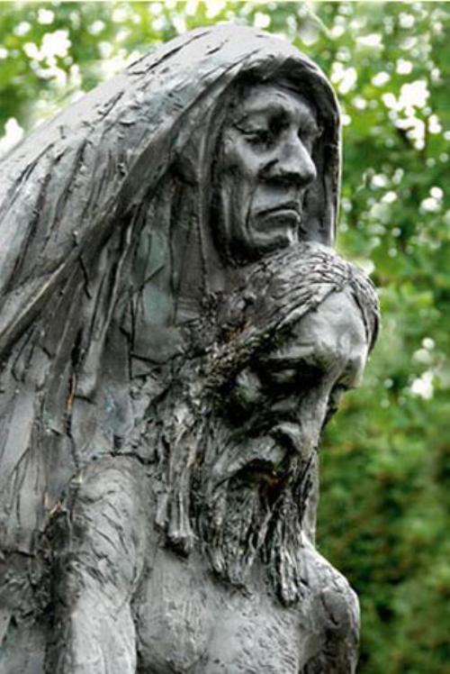 Pieta in de Bijbelse Tuin in Hoofddorp