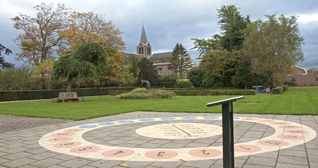 Zonnewijzer in de Bijbelse Tuin in Hoofddorp