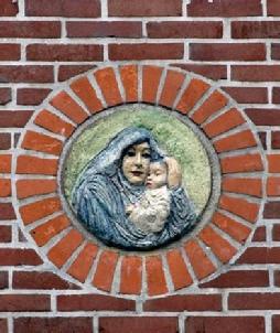 Maria Plaquette in de Bijbelse Tuin in Hoofddorp
