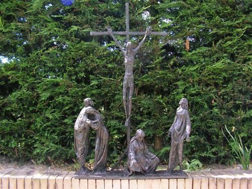 Kruiswegstaties in de Bijbelse Tuin in Hoofddorp